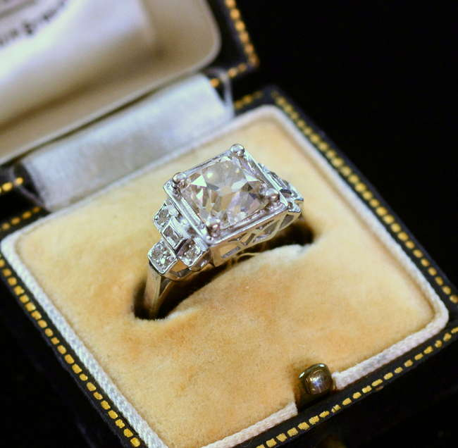 An Art Deco diamond ring set in p Lot 25 Diamond ring 2 No cat