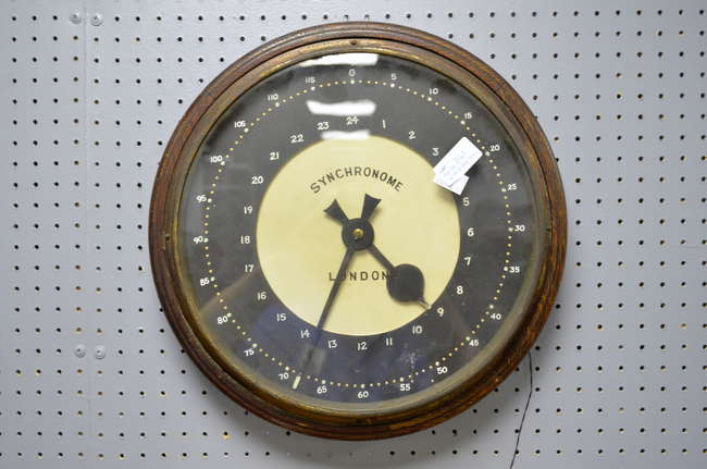 Ewbanks Surrey S Premier Auctioneers Auction 9 Lot 1161 Sort By Page Number Keyword Silent Electric Clock Co Wall Clock In Oak Case