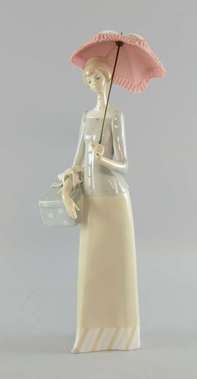Lladro Figure Of A Woman With A Parasol Lot 909 No Cat