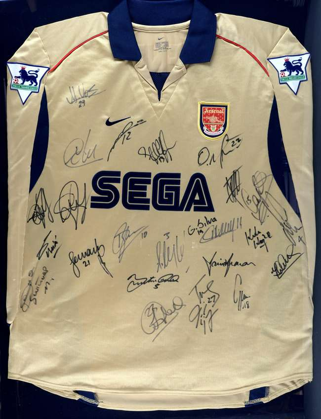 f4b274f51 Arsenal Football Club - The Invincibles Squad 2003/04, fully signed Thierry  Henry match