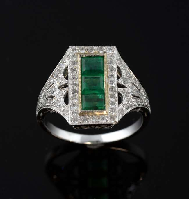Ewbanks Surrey S Premier Auctioneers Lot 1199 Art Deco Style Diamond Dress Ring Set With Three Step Cut Emeralds Within A Pierced Millegrain Setting With Brilliant Cut Diamonds In 18 Ct White Gold