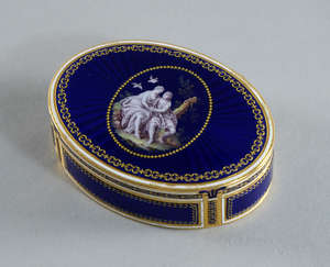 Late 18th century Swiss oval gold and blue enamelled snuff box cover and base monogramed F J . The top further painted en grisaille with a scene depicting a romantic couple seated in a rural landscape with two doves