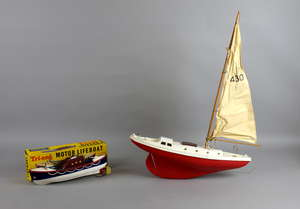 Tri-ang clockwork plastic life boat blue, white, brown superstructure, clear plastic windscreen and lacks mast but includes propeller, rudder and key with instructions, boxed, with Tri-ang model yacht,
