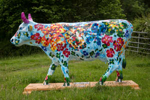 † Mahana Mooo - Standing cow: 95 x 29 x 57. Artist: Claire Vorstman. Sponsor: Van Arnhem Nursery. Charity: Roots for the Future & Perennial.   †Please note that net proceeds are split between Surrey Hills Trust and the Charity Selected for each co