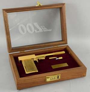James Bond The Man With The Golden Gun (1974): a replica golden gun