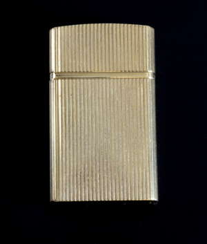 Tiffany & Co 14ct gold cigarette lighter. 5 cms x 3cms