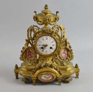 French ormolu and porcelain mantle clock, 32cm high