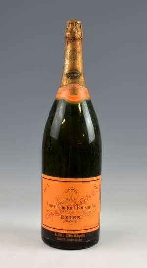 Champagne. 1 Jereboam of Veuve Clicquot Ponsardin Champagne.