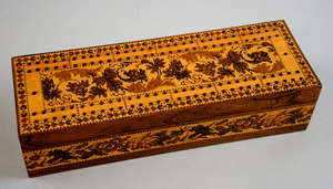 19th century Tunbridge ware cribbage board/box with scrolling foliage decoration, 6 x 24cm Provenance: part of single owner collection of Tunbridgeware locally consigned
