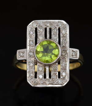 Plaque ring set with peridot and diamond, in openwork setting,18 ct white and yellow gold, ring size N 1/2