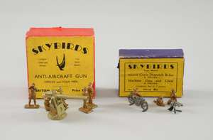 Skybirds Scale Models No.9 set comprising; motorcycle dispatch rider and machine gun with crew, 5 pieces in total, in original Matchbox style purple and yellow box.