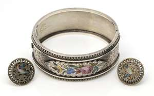 Victorian bangle, ornate engraving and enamel decorated plaque with floral and rose decoration, bangle 5.8 cm diameter, in white metal testing as silver and similar earrings in white metal with post and butterfly fittings
