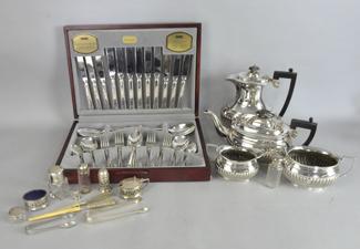 Antique & Collectors'